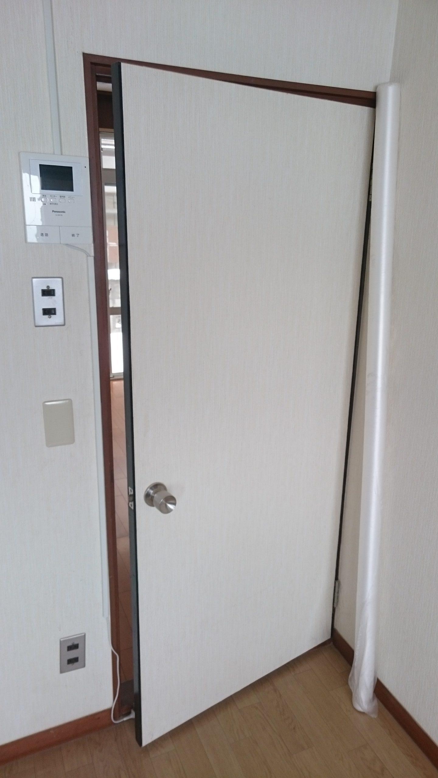 松田宅建センター リフォーム事例 S邸 施工前ドア